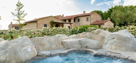 Villa-for-sale-in-tuscany-with-amenities-3