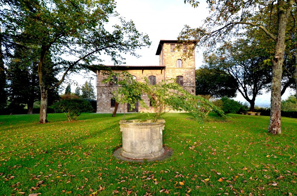 Gorgeous villa with medieval tower for sale in Chianti