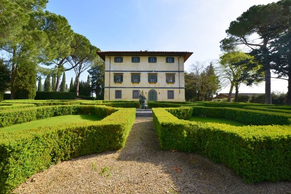 Estate for sale in Tuscany near Florence