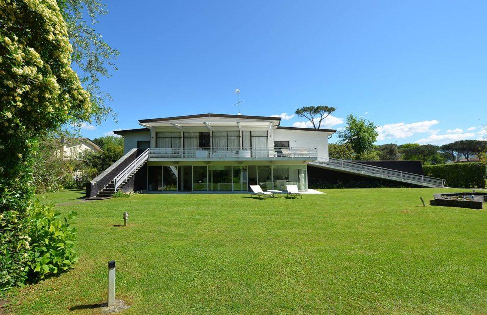 Modern-villa-for-sale-on-the-Tuscan-seaside-50