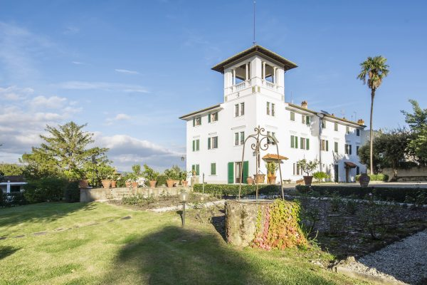 Villa and B&B for sale close to Florence
