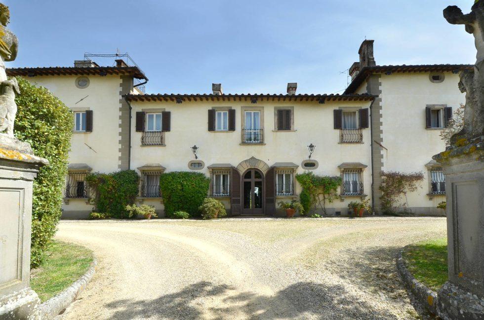 prestigious-pallazo-for-sale-in-tuscany-22