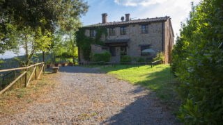 Elegant Tenuta for sale in Tuscany,country property for sale in Tuscany,property with vineyards for sale in Siena