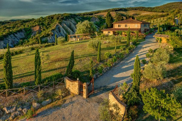 Country villa for sale in Tuscany province of Florence