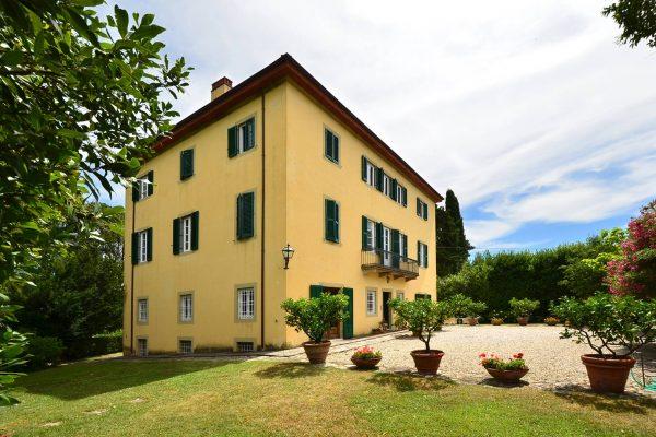 Villa-for-sale-in-lucca-Tuscany-Precious-Villas-c