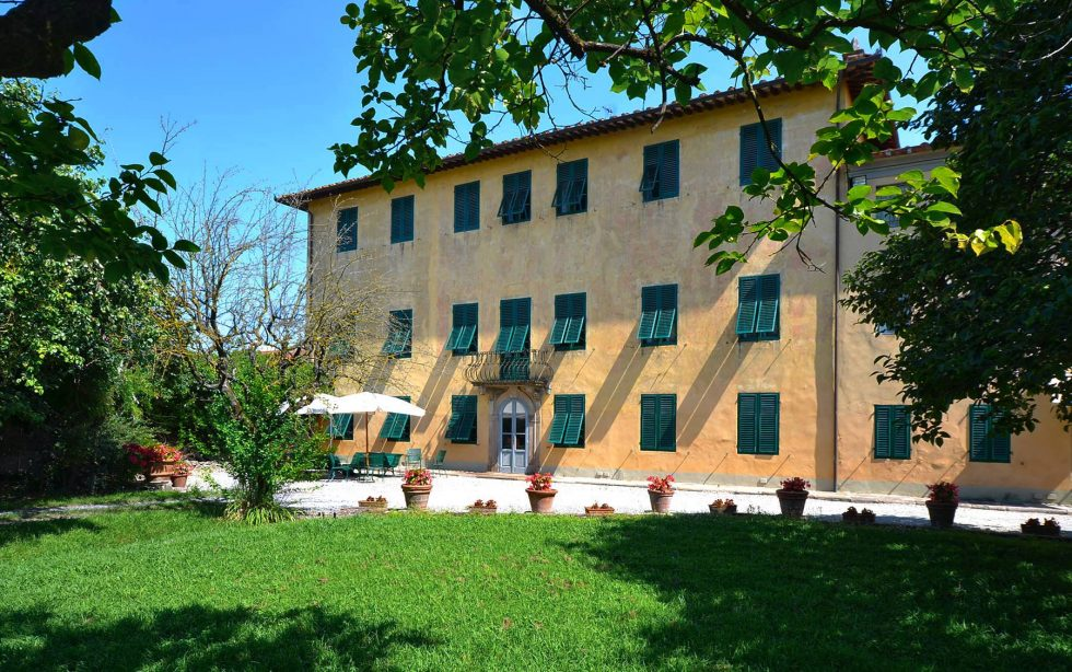 Gorgeous Villa for sale in Lucca near the Tuscan Coast