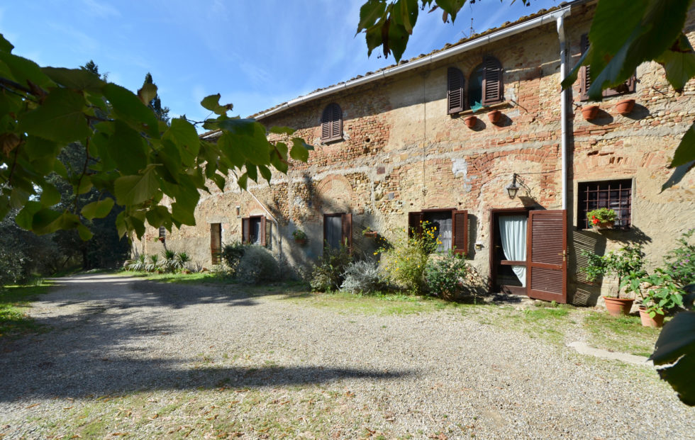 country-house-for-sale-in-tuscany-56