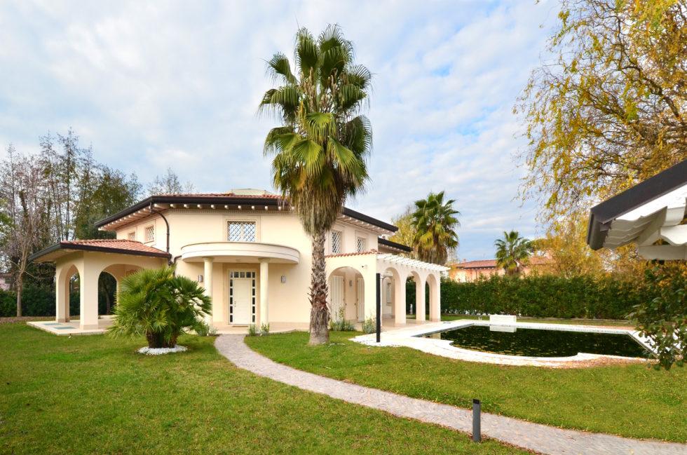 villa-giotto-elegant-villa-for-sale-in-forte-dei-marmi-1