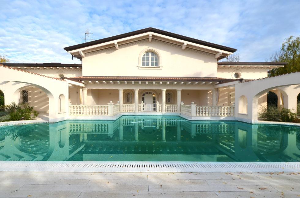 Villa-Leonardo-Elegant-Villa-for-Sale-in-Forte-dei-Marmi-5b