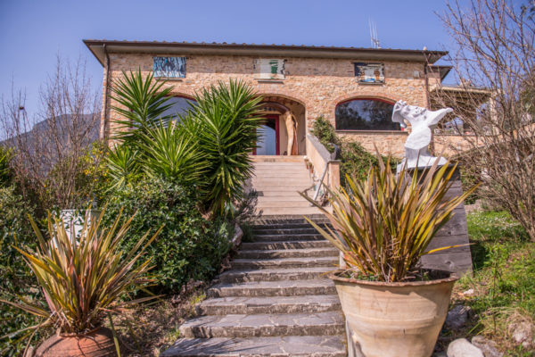 Villa for sale in Camaiore on the Tuscan Coast