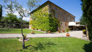 Property for sale near Arezzo,Property for sale near Arezzo and Florence,Villa with swimming pool in Tuscany