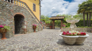 Villa for sale near Lucca,property for sale in the countryside near Lucca,villa with pool in Lucca