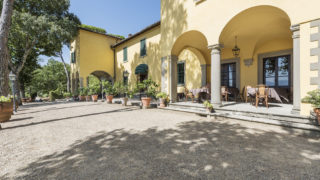 aristocratic villa with pool for sale near Fiesole